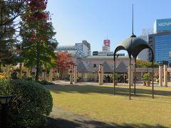 2016秋、名古屋市中心部のガーデン・フラリエ(3/3):11月12日(3):庭園の紅葉と黄葉、百日草、鶏頭、デンファーレ