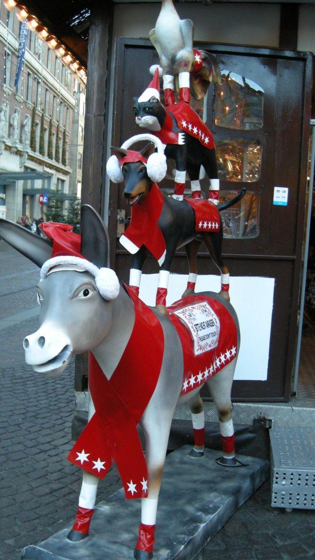 12月5日(月)<br />今日はブレーメンを一日観光します。まずはマルクト広場のクリスマスマーケットを見て歩きます。<br />聖ペトリ大聖堂と、小さな小道にたくさんのかわいらしいお店があるシュヌーア地区は別の旅行記で。<br /><br />○12/3(土) 羽田~フランクフルト <br />       フランクフルト~ハンブルク ハンブルク泊<br />○12/4(日) ハンブルク観光<br />★12/5(月) ブレーメン観光<br />○12/6(火) リューベック観光<br />○12/7(水) 午前中 ハンブルク観光 ICEでベルリンへ移動 ベルリン泊<br />○12/8(木) ベルリン観光<br />○12/9(金) ベルリン観光<br />○12/10(土) ベルリン観光<br />○12/11(日) ベルリン観光<br />○12/12(月) ベルリン観光<br />○12/13(火) ベルリン→フランクフルト<br />○12/14(水) フランクフルト~羽田<br />