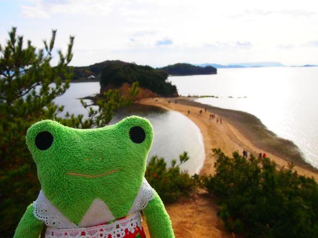 5年振り2度目の小豆島。<br />maggiさんの旅行記を拝見してから小豆島に久々に行きたくなり相棒を誘ってさっそく計画を立てました。<br />今年のクリスマスは3連休なので、最初は2泊の予定でしたが1泊2日で行くことにしました。<br />前回は姫路からのフェリーを利用しましたが、今回は三宮からジャンボフェリーを利用しました。<br />宿泊のホテルはフェリーが到着する坂手港からすぐのベイリゾートホテル小豆島。<br />レンタカーもすぐ近くのJネットレンタカーを利用しました。<br /><br />じゃらん利用<br />ベイリゾートホテル小豆島<br />貸切露天風呂&レイトチェックアウト11時バイキングプラン(朝夕食付)<br />¥13500×2人<br />(夕食を小豆島特選会席に変更したので1人¥3240プラス)<br /><br />Jネットレンタカーネット予約<br />11時~17時まで利用で¥5380<br /><br />ジャンボフェリー<br />三宮~坂手<br />¥4280×2人