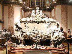 ハプスグルク家の皇帝が眠るカプツィーナー納骨堂見学後アウグスティーナーケラーでディナー