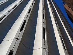 竹橋から大手町へ 超高層ビル 再開発続々と ☆経済担うオフィス街/膨張