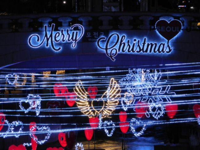 今年も昨年同様クリスマスフェスティバルやってました。<br />12月12日から2017年1月1日まで。<br />清渓広場から長通橋までの1.5km区間が<br />クリスマスツリーやイルミネーションで飾られ<br />音楽公演なども楽しめます。