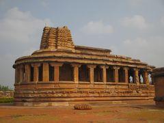 南西インドの旅 (11)                   アイホーレの遺跡を見て廻る。