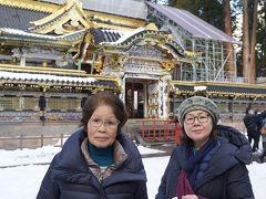 日帰りバスツアーで宇都宮の有名5店舗の餃子を満喫し、雪の日光東照宮を参拝する。