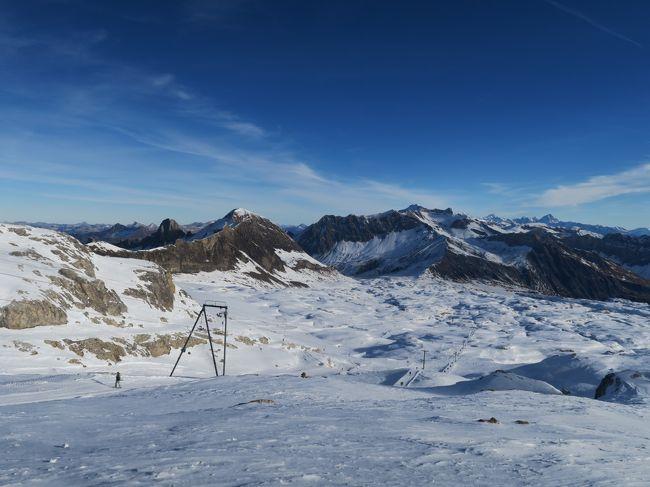 海外スキー2016/2017は、スイスへ!<br /><br />やっぱり今年も雪が無い! 11月には記録的寒波が欧州を襲い、大雪となったにもかかわらず、そこから約2か月も雪が降っていないという緊急事態。(なんだか昨年と同じような気が・・・)<br /><br />ここ10年ぐらい、年末年始に良い雪に遭った事がないので、そろそろ考え刻か・・・<br /><br />旅の詳細はこちらをご覧ください。<br />http://soleil1969.com/ski/1617SwIt/1617_gl3000/1617_gla3000.html
