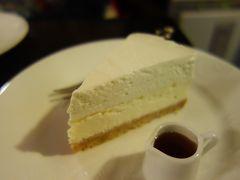 祇園を歩いた後は,チーズケーキとコーヒーのひとやすみ。ここのチーズケーキは絶品です。