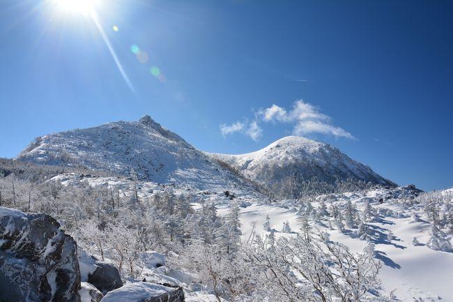 今年の登り始めは北八ヶ岳の天狗岳!<br /><br />どピーカンで最高な景色が見れましたが、さすが厳冬期!寒波の影響で超極寒。<br />はじめてこんな寒い思いをしましたが、白と青の世界が素晴らしく、やはり雪山はいーなーと思いました。<br /><br />ちなみに天狗岳は北八ヶ岳の最高峰で、東天狗岳(2,645m)と西天狗岳(2,646m)があり、寒さとバテで今回は東天狗岳のみの山行です。<br /><br /><br />コースタイム<br />渋の湯7:55~9:55黒百合ヒュッテ10:40~12:00東天狗岳12:10~12:57黒百合ヒュッテ14:00~15:26渋の湯<br /><br />総距離:9.23km 標高差:795m<br /><br /><br />ちなみに過去の雪山登山は<br />浅間・黒斑山<br />http://4travel.jp/travelogue/11111982<br />上州武尊山<br />http://4travel.jp/traveler/yoven0615/album<br />霧ヶ峰(車山)&北横岳<br />http://4travel.jp/travelogue/11095764<br />赤城山・黒檜山&駒ケ岳<br />http://4travel.jp/travelogue/11090094