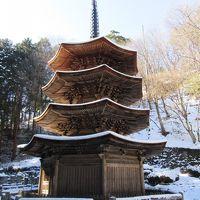 雪の信州の鎌倉、別所温泉の三重塔
