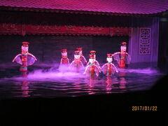 ハノイのタンロン水上人形劇場