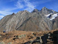 マッターホルンをはじめとするスイスアルプスの名峰を眺めながら、オーバーサットラ(2693m)へ登る