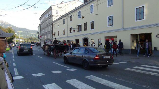 2日目 <br />    昼食後、ザルツブルクへ移動。<br />    旧市街を観光後、ホテルへ。<br /><br />    ホテルは、らせん階段と、<br />            狭いエレベーター。<br />    団体客だと時間がかかります。<br />    <br />    ポーターサービス、感謝です。<br /><br /><br /><br /><br /><br />    <br /><br /><br />