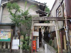 2015秋、幅下の隅田神社:9月26日:小路入口の鳥居、水盤、狛犬、石造の鶏の置物、石灯篭、拝殿