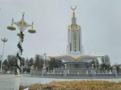 弾丸トルクメニスタン1612  「中央アジアの北朝鮮と呼ばれる国は、へんてこなモニュメントがたくさんありました。」   ~アシガバード~