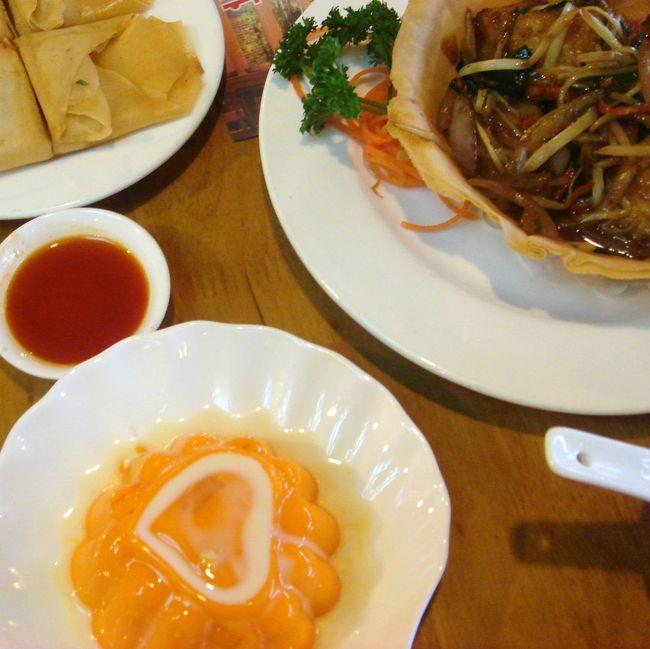 JALの直行便で行く、春節前の中国:上海。<br />フィリピンに続き今回も現地在住の友人を訪ねる旅です。<br /><br />ひたすら中華料理を食べまくる3日間。本当においしいものばかりで幸せでした。