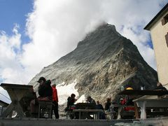 眼前に聳えるマッターホルンに圧倒される山小屋、ヘルンリ小屋(3260m)を訪ねる