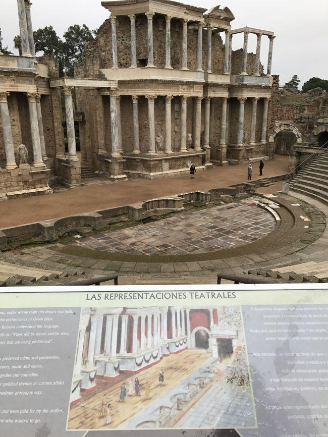 メリダは この日に向かうコルドバからエボラへの中間地点で、ローマ遺跡が良く残っているというので訪れてみました。<br /><br />スペインにあるのに、ローマ遺跡観光をする不思議な町です。スペンらしきものは闘牛場ぐらいでしょうか。<br /><br />町も普通のこじんまりとした郊外のような感じで、遺跡以外あまり見るところがなさそうです。普通の町です。<br /><br />このすごいローマ遺跡のある、「普通」の町で、思いがけないものに遭遇しちゃいました!<br /><br />それは「コウノトリ」です。<br /><br />アニメでしか見たことのない、西洋で「赤ん坊を運んでくる」と子供に教えていた、あのコウノトリです。<br /><br />テンション上がりまくりで大騒ぎしていましたが、周りにだーれもいませんでした。(笑<br /><br /><br />私の中での「メリダ」は恥ずかしながら、「コウノトリ」との出会いです。<br /><br /><br /><br /><br />メリダは紀元前25年に植民市「エメリタ・アウグスタ」の名前で建てられました。アウグストゥス帝の命により、グアディアナ川を渡る橋を守るためでした。<br /><br />メリダはかつてから、サラマンカ-セビジャ間、トレド-リスボア間を結ぶ軍用機地として栄えたそうでうす。<br /><br />観光資源としてはローマのテアトロとアンフィテアトロ、ローマ水道橋、ローマ橋があります。<br /><br />*ポルトからスペインをぐるっと南下してリスボン旅*<br /><br />旅行記です。よろしければ、ご覧になってください。<br /><br />→のーんびりポルト<br />Porto<br />https://4travel.jp/travelogue/11215506<br /><br /><br /><br />→大学の町コインブラ<br />https://4travel.jp/travelogue/11215574<br /><br /><br /><br />→ここからポルトガルが始まったギマラエスラ&祈りの町ブラガ<br />http://4travel.jp/travelogue/11215598<br /><br /><br /><br />→宗教色がここちよいサンチアゴでコンポステーラ<br />Santiago de Compostela<br />https://4travel.jp/travelogue/11215616<br /><br /><br /><br />→大学と歴史の古くて若い街サラマンカ<br />Salamanca<br />https://4travel.jp/travelogue/11215651<br /><br /><br /><br />→中世どっぷりアヴィラ&セゴヴィア<br />Avila &amp; Segovia<br />https://4travel.jp/travelogue/11215831<br /><br /><br /><br />→中世のままとりのこされたようなカセレス<br />Caceres<br />https://4travel.jp/travelogue/11216050<br /><br /><br />→オレンジとアラブのとにかく陽気なセヴィリア<br />Sevilla<br />http://4travel.jp/travelogue/11216060<br /><br /><br />→白い小路とメスキッタのコルドバ<br />Cordoba<br />https://4travel.jp/travelogue/11216643<br /><br /><br />→コウノトリとローマのメリダ<br />Merida<br />https://4travel.jp/travelogue/11217434<br /><br /><br /><br /><br />→白い旧市街と食のエヴォラ<br />Evora<br />https://4travel.jp/travelogue/11217835<br /><br /><br /><br /><br />Sintra<br />製作中<br /><br /><br /><br />奇跡と祈りのファッチマ<br />Fatima<br />https://4travel.jp/travelogue/11217888<br /><br /><br /><br />ポルトガル唯一の都会リスボン<br />Lisboa<br />https://4travel.jp/travelogue/11218084