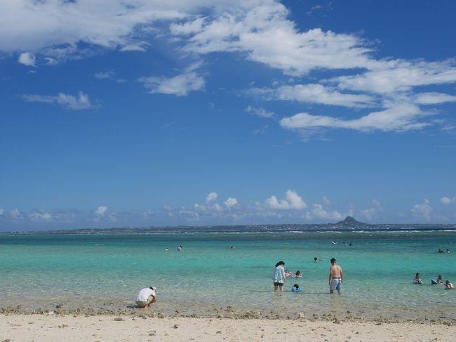 最近、子供達が二人とも水を怖がらなくなってきて、シュノーケルが使え出したので、何とか熱帯魚を見せてやりたいという事で水納島へ行ってきました。沖縄は何度かトライしているのですが、ホテルのビーチは遊泳可能エリアに全然魚がいなかったりして、なかなか熱帯魚がたくさん泳いでいる姿を見ることが出来ないでいました。いろいろな情報を集めて検討した結果、もうここしかないだろうという選択です。宿泊施設は民宿とかペンションといった感じのものがいくつかあるだけの小さい島です、果たしてどんな旅になったでしょうか。