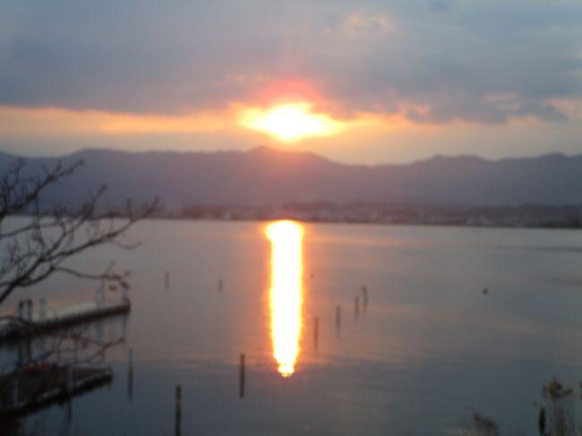 仕事で滋賀県に来たので、以前から気になっていたセトレマリーナ琵琶湖に行ってきました。ヤンマーマリーナの敷地内に2013年にオープンしたそうです。全14室の小さな3階建のホテルで、全室が琵琶湖に面していてロケーションは抜群です。ただ、お部屋は30㎡と少し狭く、お風呂もシャワーとバスタブが一緒のタイプなので少し使い勝手が悪く、照明もあまり明るくならず、部屋のハード面には課題が残る感じです。一方で、シアタールームやクラブラウンジではアルコール含めてフリーなのは大変良かったです。少し飲みすぎましたが…。
