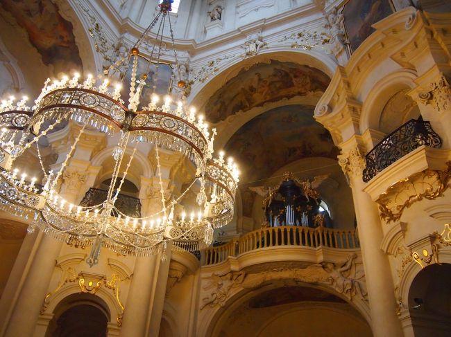 白い花のような街を巡る旅(12)「建築博物館」と呼ばれる街☆クレマチスのようなプラハ旧市街地区