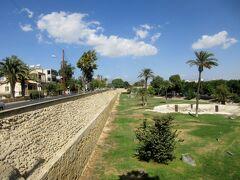北キプロスと南キプロスの国境にある 首都ニコシアとトロードス