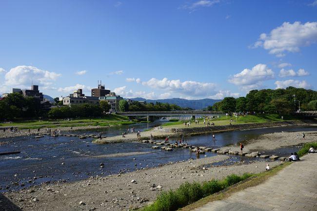 京都・滋賀観光を目的に2泊3日のひとり旅に行った時の記録①です。<br />1日目はまるまる京都観光。「夜はみじかし歩けよ乙女」と言う小説をモチーフにした作品を作るために、素材として使える写真を撮ることが目的の一つです。でも普通に他の観光もしています。<br /><br />福岡空港 → 大阪/伊丹空港 (07:00 - 08:10)<br />京都駅・京アニショップ・京都美術館・下鴨神社・糺の森・鴨川・高倉仏光寺・立誠小学校・先斗町<br />草津駅・ホテルボストンプラザ草津びわ湖