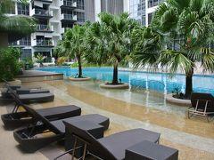 プール付きコンドミニアムで暮らすように旅するシンガポール