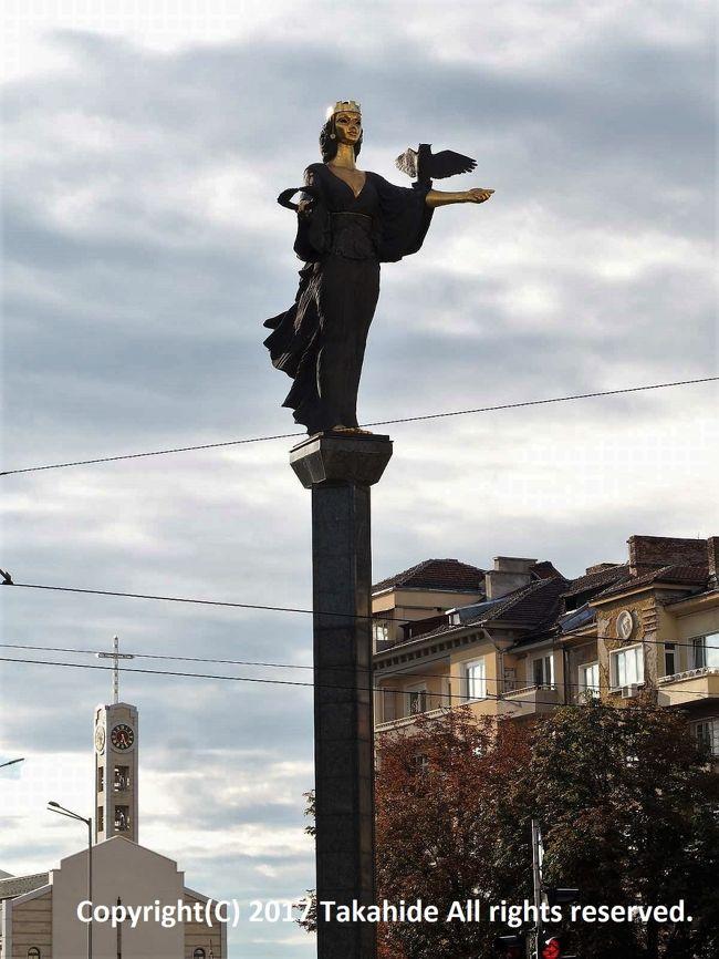 リラ僧院からの直通バスでソフィアへ。<br />表紙は無料のウォーキングツアーの際に立ち寄った聖ソフィア像(Статуя на София)です。<br /><br />GPSによる旅程:http://takahide.hp2.jp/Romania/Romania.html<br /><br /><br />リラ僧院:https://ja.wikipedia.org/wiki/%E3%83%AA%E3%83%A9%E4%BF%AE%E9%81%93%E9%99%A2<br />ソフィア:https://ja.wikipedia.org/wiki/%E3%82%BD%E3%83%95%E3%82%A3%E3%82%A2_(%E3%83%96%E3%83%AB%E3%82%AC%E3%83%AA%E3%82%A2)<br />聖ソフィア像:https://en.wikipedia.org/wiki/Statue_of_Sveta_Sofia