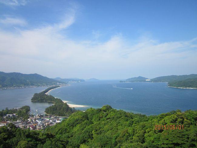 今回の旅行は日本海沿いに出雲から京都まで北上する旅にした。日本一と言われる宍道湖の夕陽を見て、鳥取砂丘を見て天橋立に出てから京都へ入る。京都では苔寺を見たいと思い、事前に予約した。<br />羽田にも前泊したので4泊5日の旅になった。<br /><br />羽田の宿泊は国際線ターミナルにある羽田ロイヤルパーク。<br />新しいホテルでとても綺麗で良かったけれど、この夜、震度4の地震があり結構揺れた。<br />翌朝はANAで米子鬼太郎空港へ。空港から近い江島大橋は車が天に登って行くような急坂のCM(ダイハツTANTOのCM)に使われた「べた踏み坂」というのがあるので立ち寄ってみたがCMのような急坂には撮れなかった。<br /><br />ここからは最初に出雲大社へ行く。関東では秦野にある相模分院に初詣しているが、出雲の本殿へ行くのは初めて。<br />昨年建て替えられたばかりで人も多かった。全体的に明るい感じで、それほど荘厳な感じはしない。大国主命の隠居所としては小さい気がした。<br />出雲大社の近くに日御碕というのがあるので立ち寄る。海の色が綺麗で景色も良かった。<br /><br />この日は、日本一の夕陽といわれる宍道湖の夕陽を見たいので夕食なしのホテル泊りにしてホテル一畑を予約した。<br />宍道湖の夕食は「なにわ本店」という料理屋さんへ行ったが、ここの3500円のミニ会席は品数も多く美味しくてとってもお得だった。<br />夕陽を見るには天候次第だが、この日は雲が多いながらも夕陽を見られる状態だった。夕食を早く済ませて絶景ポイントへ。県立美術館に車を置いて湖畔を歩く。嫁ケ島を入れるとなかなか絵になる。<br />この日の日没は19時14分。残念ながら雲が晴れることはなく、雲間からの夕陽となった。<br />それでも旅行3日前までの天気予報では松江あたりは雨の予報だったので、この天気でも夕陽が見られただけ良かった。<br /><br />翌朝、ホテルから宍道湖を見るとシジミ採りの船がたくさん出ていた。<br />この日は白砂が美しい白兎海岸を通り、鳥取砂丘に寄ってから天橋立までのロングコース。<br />白兎海岸と白兎神社は日本神話に基づいたもの。古事記によれば、そもそも出雲大社そのものが大国主命(おおくにぬしのみこと)の隠居所ということになる。大国主命は素戔嗚尊(すさのおのみこと)の娘を妻にするのだが、天孫降臨で高天原から降りてきた瓊瓊杵尊(ににぎのみこと)に国を譲る。その際、隠居所として建てられたのが出雲大社ということになっている。<br />また、因幡の白兎の伝説も有名。隠岐の島からワニの背中に乗って海を渡ってきた白兎は、兎に利用されたことを怒ったワニに皮を剥かれてしまう。そこへ通りかかった大国主命が蒲の穂を使って兎の傷を治してやった、という伝説の地がこの海岸ということになる。でも、白兎神社の土台石に菊の紋様があることを考えると、こうした神話も皇室とまったく無関係ではないような感じがする。<br /><br />鳥取砂丘にはお昼前に到着。結構日差しがキツかった。駐車場から階段を上がると砂丘が見渡せる。<br />砂丘は浜松にも中田島砂丘というのがあるが、鳥取の方がとても広いし、砂そのものが綺麗なような気がする。<br />この日は天気も良くて景色も綺麗だったが、中国人が多かった。<br />砂丘に隣接して「砂の美術館」がある。この日はドイツ関連の作品展だった。<br />グリム兄弟、赤ずきんちゃん、ハーメルンの笛吹おとこ、などの像が砂とは思えない出来栄えで展示してあった。<br /><br />鳥取から天橋立までは日本海沿いにひたすらドライブするだけ。山陰自動車道が工事中で、完成部分は無料で通ることができた。途中、国鉄時代の鉄橋で日本一の高さを誇った餘部鉄橋を通るが、廃線になって取り壊しの途中だった。<br /><br />天橋立は大阪万博の時に来ているので45年くらい、時が経っている。<br />飛龍観という展望台にもその時に来ている筈だがまったく覚えていない。今回ここを再訪して、松島、天橋立、安芸の宮島という日本三景すべてを2度づつ回ったことになる。<br />6月1日の泊りは北野屋というホテル。部屋に温泉露天風呂があってお風呂は良かった。<br />2日は京都へ向かうだけの日で時間があるので天橋立を貸自転車で傘松山公園まで往復した。<br />天橋立は海に突き出た砂州なのに真水が湧く「磯清水」という井戸がある。途中の海岸は松が植わっていて海の色も綺麗だった。<br />傘松山の下には天照大神が伊勢へ移る前にお祀りされていたという籠神社がある。元伊勢というそうだ。<br />傘松山からの天橋立には、「