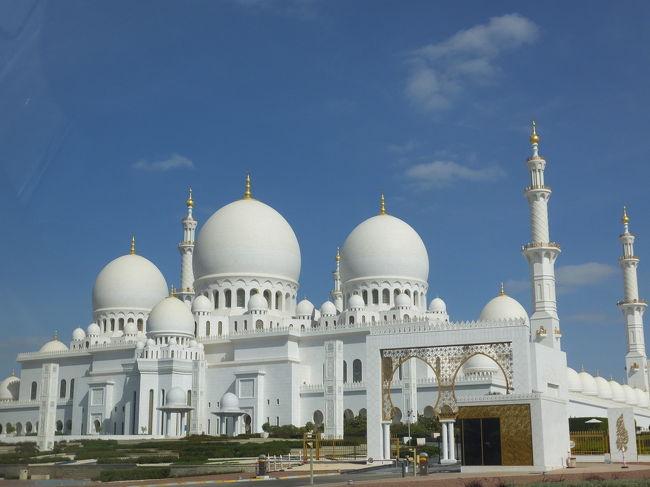 1月15日(日)ドバイ最終日(+1月16日(月)帰国)<br /><br /><br />今回の旅行1番の目的『シェイク・ザイード・グランド・モスクに行く!!』の日。<br /><br />アル・グバイババスターミナルからアブダビへ移動<br />         ↓<br />タクシーでグランドモスクへ<br />         ↓<br />ドバイへ戻ってホテルでネームペンダントの受け取り<br />         ↓<br />日付が変わったら空港へ。<br />         ↓<br />3:00発EK316便で関空へ