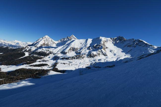 あぁ・・・タイトル・・格好付けてしまった(照)<br /><br />2016/2017年末年始の海外スキーはスイスのヴェルビエスキー場だったのだが、完全な雪不足だったので、3日間滑る予定をキャンセル。 Snow Forcast.comで積雪量の多いスキー場を検索したら、滞在先のマッテニー(スイス)からクルマで2~3時間の距離にあるピーラ(アオスタ/イタリア)だったら200cmの積雪があったので、ホテル取り直し、ルート検索、観光情報ゲットで急遽1泊2日で行ってきた。<br /><br />写真は、気温が-15℃ぐらいだったので、デジカメがなんかおかしかったんだよねー!<br /><br />スキー場自体のレポートは自身の海外スキーHPにあるので、お時間のある方は見てくださいね。<br /><br />【このスキー場のレポートページ】<br />http://www.soleil1969.com/ski/1617SwIt/1617_Pila/1617_Pila.html<br />【肉団子のHP】<br />http://www.soleil1969.com/ski/skitop.html