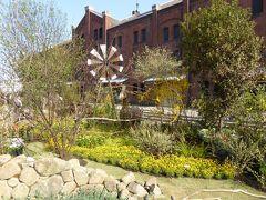 春爛漫の優雅な横浜♪ Vol4 ☆横浜赤レンガ倉庫:ジャクリーン・ファン・デル・クルートの庭園♪