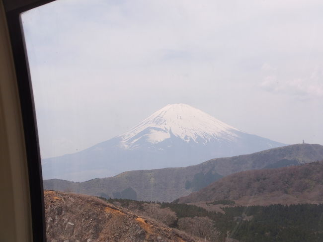 台湾の友人夫妻と日本小旅行⑤箱根編(大涌谷/富士山) 2017/04/16<br /><br />宿泊先の塔ノ沢一の湯新館で朝食をとった後、再び、箱根観光に行きます。今日は何としても富士山を友人たちに見せたいです。<br />宿泊先の塔ノ沢一の湯新館からタクシーで箱根湯本駅に行き、ケーブルカー、ロープウェイで大涌谷へ行きました。ロープウェイから富士山が見えた時、期せずして大歓声が起こりました。感動!。ヨップの日本観光の目的の一つが富士山でしたので、本当に嬉しそうでした。富士山を見えたので、来た道を戻り、次の目的地の伊東へ。<br /><br />塔ノ沢一の湯新館 (タクシー)⇒ 箱根湯本駅 (ケーブルカー・ロープウェイ) ⇒ 大涌谷 (ケーブルカー・ロープウェイ) ⇒ 箱根湯本駅<br />