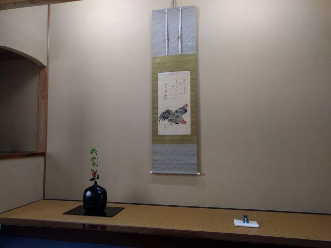 柏崎 木村茶道美術館 2017年 4月<br /><br />春風茶席<br /><br />冬の間の休館期間を過ぎ、4月から2017年度開館となりましたので行ってまいりました。<br />この日が待ち遠しかったです。 <br />参席してみて今年も本物のお道具に手を触れお茶が飲めるという最高の時間を過ごしました。<br />このあとの翌日以降は東京国立博物館での「茶の湯」展と近代美術館での楽なんとかという展覧会にも行ってきたのですが、満足度は木村さんのほうが上でした。 だってアッチは人混みのなか見るだけで参考史料の確認のようなもので実際五感に訴える筈もなしリアルさが違いました。 <br />