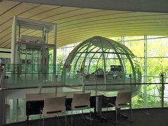 坂茂氏設計の成蹊大学情報図書館とギャラリー間の「SHIGERU BAN : PROJECTS IN PROGRESSへ