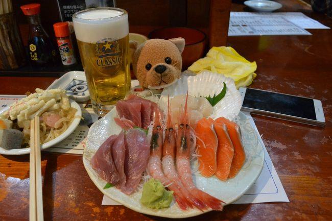 札幌観光は5月のゴールデンウィークを避けるべし!という訳で、4月の札幌一人グルメ旅行の続き。<br />おいしいビールを飲んで、居酒屋で美味しい刺身を食べて、カプセルホテルを楽しみ、そして札幌ドームで野球観戦。これがとても楽しいのですわ。<br /><br />格安のバニラエアは、往復で5990円。カプセルホテルは食事つきで3600円×2泊。<br />そんな感じの一人旅行記であります。<br /><br />札幌ドームは初めてでしたが、とてもいい球場ですね。バニラエアを待っているときのニュースは、ファイターズが新球場をどこにするかという話題で持ちきりでした。北広島に移転か?それとも北大跡地になるのかな?<br />