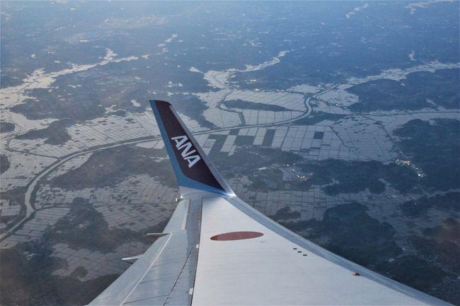 ANAのマイルがたまって来たので、GWにどこかに行こうかと計画。<br />今回は相方が九塞溝・黄龍に行ってみたいとの一言から中国四川省に決定。<br /><br />GWまで日が迫っていたため特典航空券で取れたルートはこんな感じ。<br />(⇒は飛行機で移動)<br />1日目:広島ANA⇒羽田・・・成田ANA⇒広州 *ひたすら移動、泊まりはプルマン広州空港<br />2日目:広州CA⇒九寨溝 *松藩(松州古城)見学後九寨溝へ、泊まりはシェラトン九寨溝<br />3日目:1日かけて九寨溝観光、シェラトン九塞溝に連泊<br />4日目:九寨溝…黄龍 *黄龍観光、泊まりは瑟爾嵯国際大酒店<br />5日目:黄龍CA⇒成都 *武候詞観光、泊まりはドーセットグランド成都(以下4連泊)<br />6日目:都江堰観光とパンダ抱っこ!<br />7日目:楽山大仏観光<br />8日目:成都パンダ基地と成都市内観光<br />9日目:成都市内観光とお買物、その後成都CA⇒上海、上海6時間トランジットで弾丸観光、深夜便で日本へ<br />10日目:上海ANA⇒羽田ANA⇒広島<br /><br />出国と帰国便はANAを、中国国内はスターアライアンスの中国国際航空(CA)を利用。<br />成都直行便は取れなかったため、エアー6便の移動となりました。<br /><br />今回の旅は表題の通り、<br />1.世界遺産 ①九塞溝<br />       ②黄龍<br />       ③都江堰<br />       ④楽山大仏<br />2.三国志 成都の武候詞へ<br />3.パンダ ①都江堰のパンダ基地でパンダ抱っこ<br />      ②成都パンダ基地<br />4.麻辣のきいた四川料理<br />そして<br />5、中国新幹線乗車<br />を主目的として組み立て、そして完全個人手配の為、あとは出たとこ勝負で勝手気ままにまわることにしました。<br /><br />北の将軍様が不穏な動きを見せる中、果たしてこの機に中国へ行くのってどうよ(!?)という思いもありましたが、帰国後やっぱ行って良かった!と。<br /><br />1日目は、日本を出国しまずは広州へ。<br />この日は広州白雲空港内にあるプルマン広州白雲空港ホテルに宿泊し、翌日からの九塞溝・黄龍観光に備えることとしました。<br />