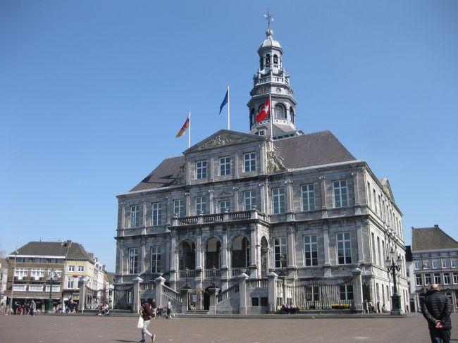 初めてのベルギー、オランダの旅です。計画のスタートはベルギーのみフランドル地方、ワロン地方をゆっくり、のつもりがガイドブックを見ているうち「オランダもいいなあ」とまたしても盛りだくさんの旅程となってしまった。両国とも交通の便が良く平坦な国土で街歩きは比較的楽でした。しかし年々時差ボケの回復に時間がかかるようになり、旅の前半はスッキリしない気分のまま、オランダに入るころからやっと調子が出て来た。<br /><br />この時期はまだ寒いと思っていたオランダも日本と同じくらいの気候で過ごしやすく、天気にも恵まれて全体として満足の行く旅でした。<br />二人で記憶をたどりながら書いていきます。<br />日程<br />3/27(月)ブリュッセル空港到着→アントワープ…アントワープ泊<br />3/28(火)アントワープ⇔マーストリヒト…アントワープ泊<br />3/29(水)午前アントワープ→午後ブリュージュ…ブリュージュ泊<br />3/30(木)終日ブリュージュ…ブリュージュ泊<br />3/31(金)ブリュージュ⇔ゲント…ブリュージュ泊<br />4/1(土)ブリュージュ→アントワープ⇔メッヘレン・リール…アントワー                             プ泊<br />4/2(日)アントワープ→ドルドレヒト…ドルドレヒト泊<br />4/3(月)ドルドレヒト→デルフト…デルフト泊<br />4/4(火)デルフト→ライデン…ライデン泊<br />4/5(水)ライデン→ハーレム⇔アムステルダム…ハーレム泊<br />4/6(木)午前ハーレム→午後ホールン…ホールン泊<br />4/7(金)ホールン⇔アルクマール…ホールン泊<br />4/8(土)ホールン⇔エダム・フォーレンダム…ホールン泊<br />4/9(日)ホールン→スキポール空港から帰国<br /><br /><br /><br />