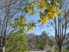 春の優雅なアブルッツォ州/モリーゼ州 古城と美しき村巡りの旅♪ Vol6(第2日) ☆Castel di Tora:青い湖の対岸に立つ可愛い教会周囲には花がいっぱい♪