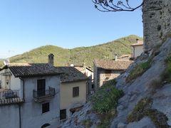 春の優雅なアブルッツォ州/モリーゼ州 古城と美しき村巡りの旅♪ Vol10(第2日) ☆Castel di Tora:美しき村「カステル・ディ・トーラ」由来となったお城を眺めて♪