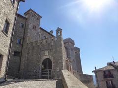 春の優雅なアブルッツォ州/モリーゼ州 古城と美しき村巡りの旅♪ Vol11(第2日) ☆Collalto Sabino:美しき村「コッラルト・サビーノ」美しい城門と広場を眺めて♪