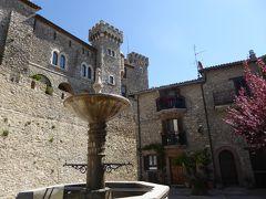 春の優雅なアブルッツォ州/モリーゼ州 古城と美しき村巡りの旅♪ Vol13(第2日) ☆Collalto Sabino:コッラルト・サビーノ城(バロナーレ城)と美しい広場を優雅に歩く♪
