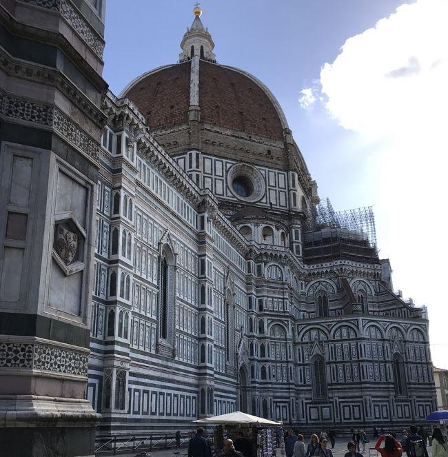 フィレンツェ編<br />2日目の5月2日は、フィレンツェ市内を観光しました。<br />フィレンチェは、「フィレンツェ歴史地区」として、世界遺産に登録されています。<br />見所も多く、屋根のない博物館と言われるほどだそうです。<br /><br />