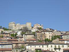 春の優雅なアブルッツォ州/モリーゼ州 古城と美しき村巡りの旅♪ Vol19(第2日) ☆TagliacozzoからScurcola Marsicanaへ:スクルコーラ・マルシカーナの美しい遠景♪