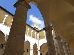 春の優雅なアブルッツォ州/モリーゼ州 古城と美しき村巡りの旅♪ Vol27(第2日) ☆Celano:美しき古城「チェラーノ城」城内をゆったりと眺めて♪