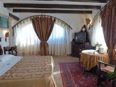 春の優雅なアブルッツォ州/モリーゼ州 古城と美しき村巡りの旅♪ Vol30(第2日) ☆Celano:チェラーノの高級ホテル「Hotel Le Gole」オシャレなスイートルーム♪