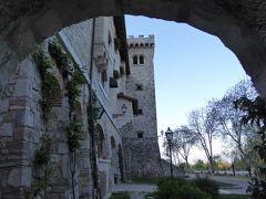 春の優雅なアブルッツォ州/モリーゼ州 古城と美しき村巡りの旅♪ Vol36(第3日) ☆Celano:チェラーノの高級ホテル「Hotel Le Gole」広大な庭園を優雅に歩く♪