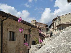 春の優雅なアブルッツォ州/モリーゼ州 古城と美しき村巡りの旅♪ Vol40(第3日) ☆Civitella del Tronto:美しき村「チビテッラ・デル・トロント」城塞へ優雅に歩く♪