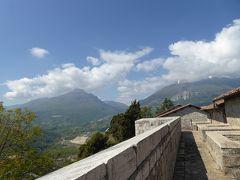 春の優雅なアブルッツォ州/モリーゼ州 古城と美しき村巡りの旅♪ Vol42(第3日) ☆Civitella del Tronto:美しき古城「チビテッラ・デル・トロント城塞」♪教会や城壁を眺めて♪