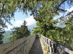 春の優雅なアブルッツォ州/モリーゼ州 古城と美しき村巡りの旅♪ Vol43(第3日) ☆Civitella del Tronto:美しき古城「チビテッラ・デル・トロント城塞」♪城壁とイタリア杉を眺めて♪