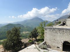 春の優雅なアブルッツォ州/モリーゼ州 古城と美しき村巡りの旅♪ Vol46(第3日) ☆Civitella del Tronto:美しき古城「チビテッラ・デル・トロント城塞」要塞から旧市街を眺めて♪